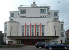 Scotland's Art Deco Heritage The Ascot Cinema, Anniesland, Glasgow – A Son of the Rock -- Jack Deighton Cinema Uk, Art Nouveau, Streamline Moderne, Art Deco Buildings, Building Art, Art Deco Period, Art Deco Design, Bauhaus, Glasgow