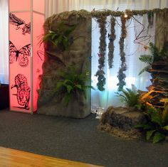 Put rock material on plyboard.Idea for accent wall Jungle Theme Parties, Party Themes, Party Ideas, Indiana Jones Halloween, Jungle Decorations, Rainforest Theme, Off The Map, Halloween Displays, Jungle Safari