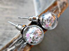 GALAXY - MINI Glaskugel Ohrstecker Sterne Ohrringe von Schloss Klunkerstein Designer Schmuck Manufaktur & Armbanduhren für besondere Menschen. Naturschmuck, Trendschmuck, Geschenke und antike Raritäten! auf DaWanda.com