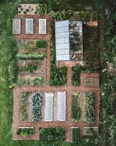 One month ago we posted a before and after picture of our new vegetable garden. - One month ago we posted a before and after picture of our new vegetable garden. We thought of making - Vegetable Garden Design, Veg Garden, Garden Cottage, Edible Garden, Garden Tips, Potager Garden, Vegetable Gardening, Farm Gardens, Outdoor Gardens