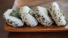Vegan Onigiri and Sesame Balls are super healthy! A great Take-Away-Lunch for school or work. Best Vegan Recipes, Quick Recipes, Vegetarian Recipes, Vegan Vegetarian, Vegan Sushi, Vegan Snacks, Vegan Food, Onigiri Recipe, Vegan Parmesan
