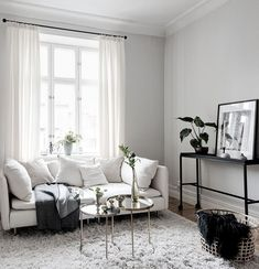 I Window love I Ljuset flödar in via det - Interior Living Room Ideas 2019 Diy Home Decor Living Room Ideas 2019, My Living Room, Living Room Interior, Home Interior, Home And Living, Living Room Designs, Living Room Decor, Interior Decorating, Living Spaces