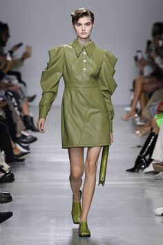 Runway pictures from the Annakiki Spring 2020 Fashion Show. Milan Ready-To-Wear collections, runway looks, models, beauty Teen Jackets, Cute Jackets, Fall Jackets, Black Jackets, Bomber Jackets, Denim Jackets, Puffer Jackets, Leather Jackets, 2020 Fashion Trends