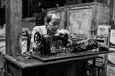 Tabanan auf Bali / Indonesien: Handarbeit auf einem Markt  #streetphotography #bali #indonesia