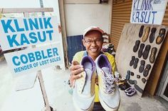 """Indonesian cobbler in Melaka gains fame for """"mending lost soles"""" 