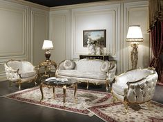 Italian classic living room of the Venezia collection. The rich carvings are hand made by artisans in Italy, with gold leaf finish. With an embracing and rounded shape, this classic living room presents a refined capitonné finish on the back and sides. For this Italian classic living room has been chosen a refined white silk that well highlights the elegance and exclusivity. As complements, round coffee table with lacquered lamp and great carved floor lamp.