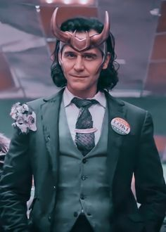 Marvel Actors, Loki Thor, Loki Laufeyson, Marvel Characters, Marvel Avengers, Loki Wallpaper, Avengers Wallpaper, Tom Hiddleston Loki, Loki Aesthetic