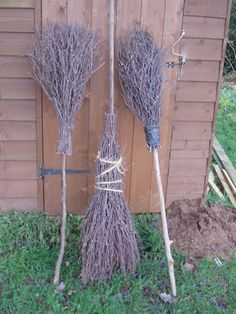 We have MORE than enough sticks that fall from our old sycamore tree in the front yard to make these brooms for Halloween! Holidays Halloween, Halloween Crafts, Holiday Crafts, Holiday Fun, Happy Halloween, Halloween Party, Rustic Halloween Decorations, Halloween Sayings, Witch Party
