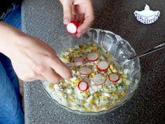 6) Dosypujemy sól, pieprz i dodajemy rzodkiewkę - wiosenny i smakowy akcent :)