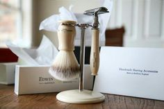 Edwin Jagger: 3Piece Men's Shaving Set - Shaving Stand, Shaving Brush & Razor.