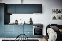 Compact kitchen in blue
