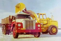 IH 1800 Loadstar & IH 65-C Hough Payloader Cool Trucks, Big Trucks, International Harvester Truck, Ih, Semi Trucks, Binder, Tractors, Concrete, Construction