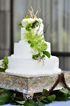 Green and white wedding cake - PHOTO SOURCE • JAMIE Y PHOTOGRAPHY
