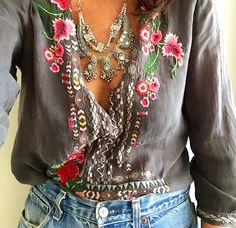 bohemian boho style hippy hippie chic bohème vibe gypsy fashion indie folk look outfit Boho Gypsy, Gypsy Style, Hippie Boho, Bohemian Style, Bohemian Jewelry, Bohemian Tops, Bohemian Fashion, Bohemian Clothing, Bohemian Blouses