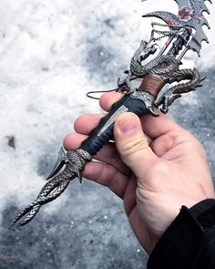 The dragon blade - geek culture - Pretty Knives, Cool Knives, Anime Weapons, Weapons Guns, Swords And Daggers, Knives And Swords, Katana, Dragon Blade, Dragon Sword