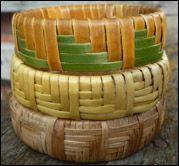 Poutama wristbands More - Accessory Models Hawaiian Crafts, Hawaiian Art, Flax Weaving, Basket Weaving Patterns, Weaving For Kids, Newspaper Basket, Wool Dryer Balls, Wood Bracelet, Weaving Projects