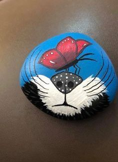 Rock Kunst Attract everything you see. Painted Rock Animals, Painted Rocks Craft, Hand Painted Rocks, Painted Stones, Rock Painting Patterns, Rock Painting Ideas Easy, Rock Painting Designs, Pebble Painting, Pebble Art