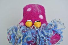 Antonia von Pünktchen liebt Punkte, Kommata und Co © Filzreich.at Puppet Making, Sheep Wool, Puppets, Wool Felt, Fancy, Christmas Ornaments, Holiday Decor, Handmade, Hand Puppets