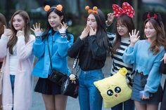 I.O.I KyeolKyung, SoMi, SeJeong and ChungHa