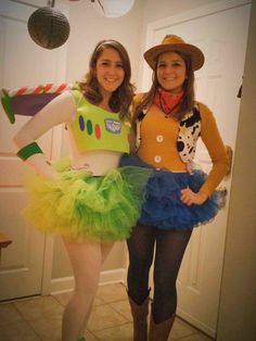 disney halloween costumes Woody and buzz Buzz Costume, Meme Costume, Buzz Lightyear Costume, Partner Halloween Costumes, Best Friend Halloween Costumes, Halloween Outfits, Diy Halloween, Halloween Costumes For Teens Girls, Zombie Costumes