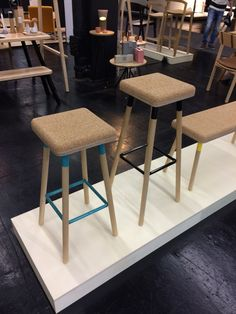 IMM Cologne 2017 - Tabouret, chaise de bar, banc en bois et liège.