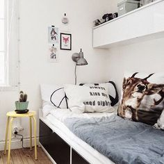 mommo design: Like the built in bed and wall hung cupboards forming a shelf Home Bedroom, Kids Bedroom, Bedroom Decor, Casa Kids, Ideas Habitaciones, Ikea Flaxa, Home And Deco, Kid Spaces, Child Room