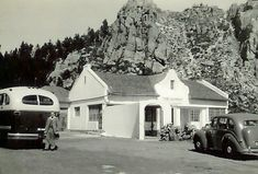 For many years this little restaurant, with a superb view over False Bay, stood at the top of Sir Lowry's Pass. Old Photos, Vintage Photos, South African Railways, Somerset West, Cape Town South Africa, African History, Restaurant, Places, Modern