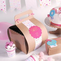 Sweet 12! Original box for cakes! #birthday #cakes #packaging #birthdayideas #birthdaytable Visit us: http://selfpackaging.com/en/root/home/boxes-2242-cake-box-with-hanger-and-lid-207.html