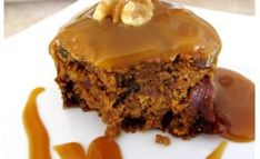 Pumpkin Cake with Cider Caramel Sauce No Cook Desserts, Easy Desserts, Delicious Desserts, Yummy Food, Desert Recipes, Fall Recipes, Oreo Pudding Cookies, Confort Food, Dessert Aux Fruits