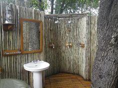 now that is fresh! Outdoor Showers, Outdoor Bathrooms, Beach Bathrooms, Bad Inspiration, Bathroom Inspiration, Outdoor Spaces, Outdoor Living, Outdoor Decor, Bath Ideas