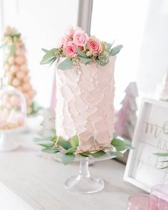 Wedding Shower Cakes, Wedding Cakes, Holiday Tables, Beautiful Cakes, How To Plan, How To Make, Glass Vase, Table Decorations, Pink