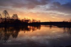 Sunrise over the river by BarbaraRasielewska #Landscapes #Landscapephotography #Nature #Travel #photography #pictureoftheday #photooftheday #photooftheweek #trending #trendingnow #picoftheday #picoftheweek