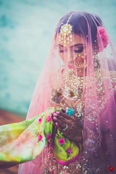 Jewellery - The Pretty Bride! Photos, Punjabi Culture, Beige Color, Make Up, Bridal Makeup, Mangtika pictures, images, vendor credits - Brushes and More by Parul Duggal, Frontier Raas, Art Capture Production, WeddingPlz