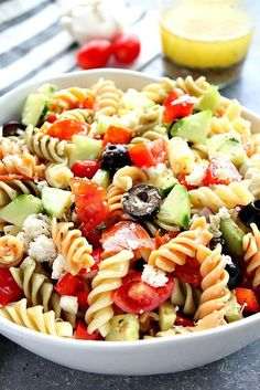 Italian Pasta Salad Recipe - rotini pasta, cherry tomatoes, cucumber, olives, pepperoni and fresh mozzarella tossed with homemade Italian dressing. Perfect side dish to your summer dinners! Italian Pasta Salad with Pepperoni - Crunchy Creamy Sweet Italian Dressing Pasta Salad, Homemade Italian Dressing, Cucumber Dressing, Easy Pasta Salad Recipe, Homemade Pasta Salad, Healthy Pasta Salad, Rotini Pasta Recipes, Pasta Salad With Cucumber, Best Pasta Salad