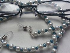 #Brillenkette weiße und smaragdblaue Glasperlen von bigXel auf DaWanda.com