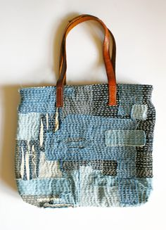 Sashiko Toya Walker - sashiko patchwork scraps bag - Visit the post for more. Japanese Patchwork, Japanese Textiles, Patchwork Bags, Quilted Bag, Sashiko Embroidery, Japanese Embroidery, Fabric Bags, Fabric Scraps, Fabric Basket