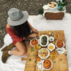 Y'all, fall is here!! A picnic with dear friends was an absolute must! Go outside + enjoy this beautiful weather! #fallweather