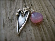 PMC Fine Silver Large Artisan Heart Pendant with Chalcedony Bead Dangle Necklace ~Saved by Sharon Heart Jewelry, Beaded Jewelry, Handmade Jewelry, Metal Clay Jewelry, Polymer Clay Jewelry, Diy Collier, Precious Metal Clay, Artisan Jewelry, Making Ideas