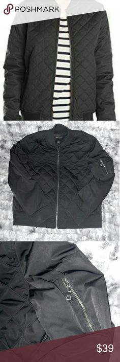 "Banana Republic Quilted Bomber Jacket Awesome BR black quilted bomber jacket with functional shoulder pocket and full zip. Lightweight but also surprisingly warm, classic BR quality with a fashion-forward quilted pattern bringing a little something extra to your plain black bomber. Size L but could definitely fit an XL if you weren't looking for such a ""boyfriend fit"". Banana Republic Jackets & Coats Puffers"