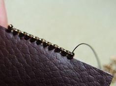 Edge in Brick Stitch - for Bead Embroidery and other uses. In French; good pix. #seed #bead #tutorials