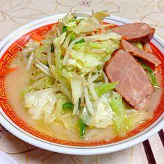 野菜が食べたいからって、カット野菜を買ってきて丸々一袋使うとこうなるという図(笑) - 9件のもぐもぐ - 野菜特盛味噌ラーメン by kazukiKu