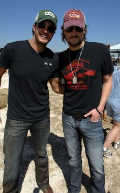 ERIC CHURCH & LUKE BRYAN?!? I'm dead... <3