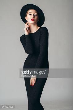 Stock-Foto : Studio shot of young beautiful woman wearing retro hat
