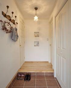 15年住んだおうちをリノベして、アウトドアリビングを楽しむ♪ Entrance Decor, Tile Floor, Natural Interior, Flooring, Room, House, Home Decor, Home Decoration, Flats