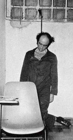 O suicidio de Vladimir Herzog - A fotografia, que tornou-se um símbolo da repressão promovida pela ditadura militar, foi feita em 25 de outubro de 1975
