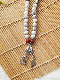 Collier musique howlite et jaspe rouge Tassel Necklace, Jewelry, Treble Clef, Hand Made, Natural Stones, Lobster Clasp, Pendant, Necklaces, Music