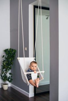 A beautiful nursery decor. Indoor fabric swing First birthday present Byel ruhig Kleinkind & Baby Geschenk Schaukel Babyschaukel Baby Nursery Decor, Baby Bedroom, Baby Crib Bedding, Baby Dekor, Baby Swings, Swinging Chair, Baby Furniture, Outdoor Furniture, Outdoor Decor