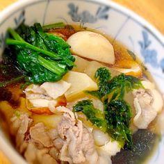 お正月に限らず冬になると何回か作る我が家のお雑煮。 義母から教わったレシピですが出どころ不明...だそう。里芋 豚に醤油ベースでちくわやあおさが入ります。 ルーツはどこなんだろう...主人は三代東京ですが... - 14件のもぐもぐ - 我が家のお雑煮 by myrsk14414