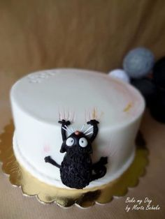 mraau - Cake by Marta Behnke Birthday Cake For Cat, Funny Birthday Cakes, Funny Cake, Funny Cupcakes, Fondant Cakes, Cupcake Cakes, Kitten Cake, Animal Cakes, Novelty Cakes