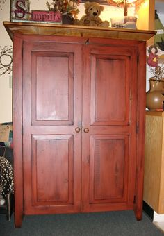 """authentic hand crafted Amish """"Kitchen Pantry"""" from Lancaster Pennsylvania. Shaker Furniture, Amish Furniture, Primitive Furniture, Country Furniture, Country Decor, Furniture Makers, Kitchen Pantry Cabinets, Cupboards, Wood High Chairs"""